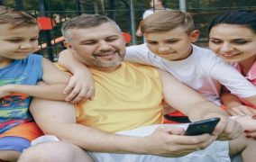 How can parents best control their children through a mobile phone?